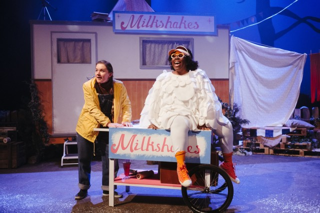 Platform_Mother_Goose_L_to_R_Amy_Kennedy_playing_Greta_and_Michelle_Chantelle_Hopewell_playing_Bruce_photo_taken_by_Euan_Robertson.jpg