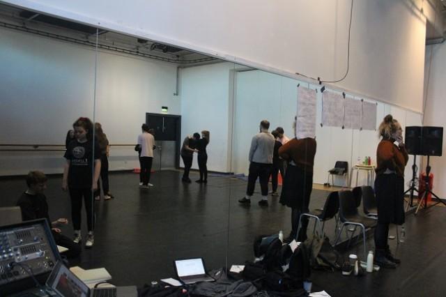 Platform_Rehearsal_Webpics_30.11_(3)_.jpg