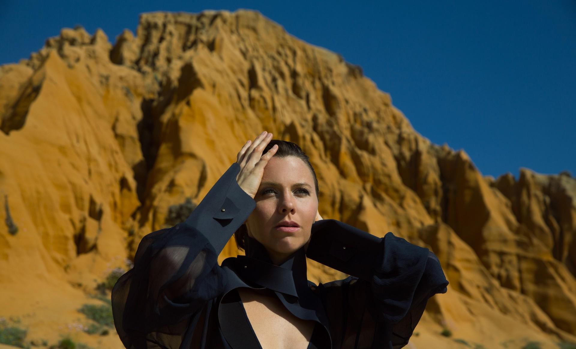 Sarah Neufeld featuring Stefan Schneider